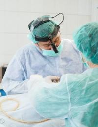 Пластический хирурга Тигран Алексанян оперирует