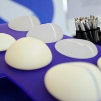 В московской клинике использовали незарегистрированные грудные имплантаты