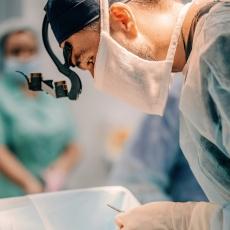 Пластический хирург Рустам Халилуллин на операции