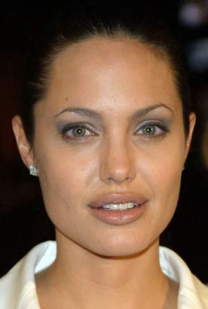 Анджелина в 2001